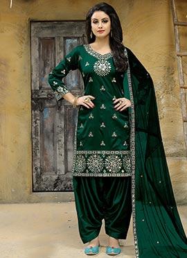 f29588a417 Latest Punjabi Salwar Kameez And Punjabi Suits Online - Cbazaar