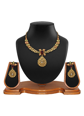Golden Color Floral Pattern Necklace Set