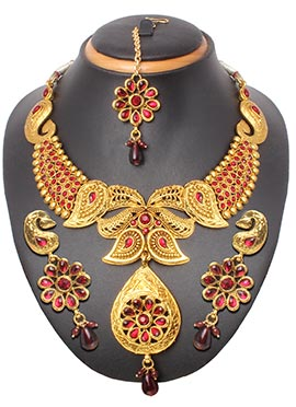 Golden N Red Crystals Studded Necklace Set