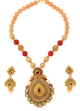 Maroon N White Kundan Necklace Set