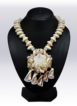 Off White Shell Necklace