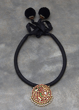 Polki N Pearls Studded Black Necklace