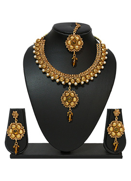 Traditsiya Floral Pearl Ornate Necklace Set
